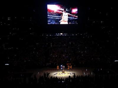 Dohliadaš z božského raja, dohliadaj na nás, drahý Kobe