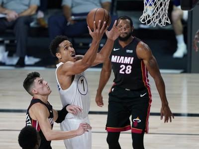 Malcolm Brogdom sk�ruje proti Miami