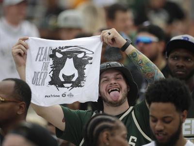 Bucks oslavovali s fanúšikmi