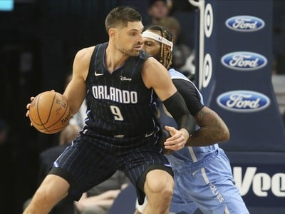 Nikola Vucevic a James