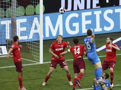 Simon Lorenz dáva gól