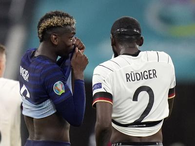 Paul Pogba a Antonio Rüdiger pri inkriminovanom momente