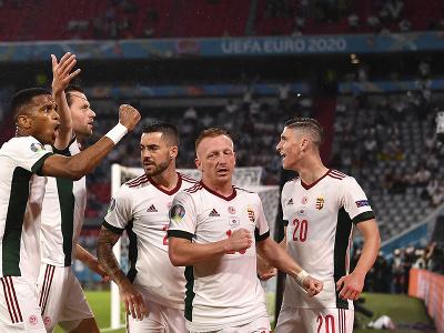 Hráči Maďarska oslavujú gól