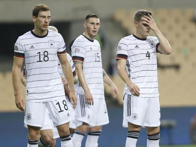 Nemeckí futbaloví reprezentanti zľava Leon Goretzka, Niklas Süle a Matthias Ginter