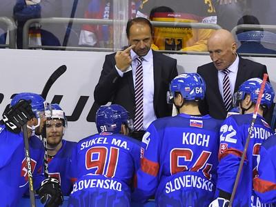 Na snímke tréner slovenskej hokejovej reprezentácie Craig Ramsay (vpravo) a jeho asistent Ján Pardavý