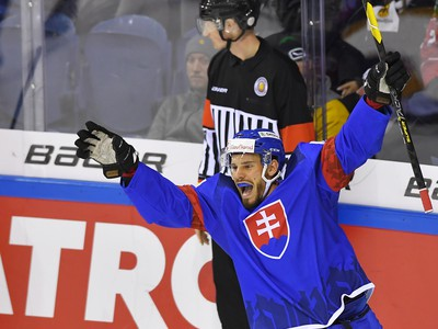 Na snímke Peter Zuzin (Slovensko) sa teší po strelení víťazného gólu