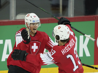 Hráči Švajčiarska oslavujú gól v zápase štvrťfinále Švajčiarsko - Nemecko