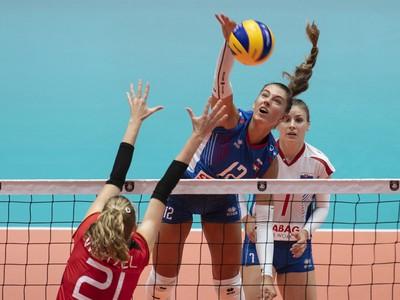 Na snímke uprostred Nikola Radosová, vpravo Michaela Španková (obe Slovensko) a v popredí Camilla Weitzelová (Nemecko)