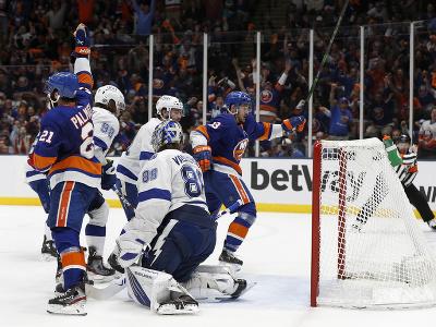Mathew Barzal hráč New York Islanders strelil gól