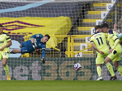 Martin Dúbravka inkasuje gól