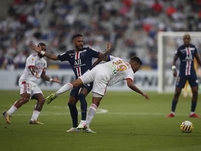 Neymar v s�boji s Joachimom Andersenom