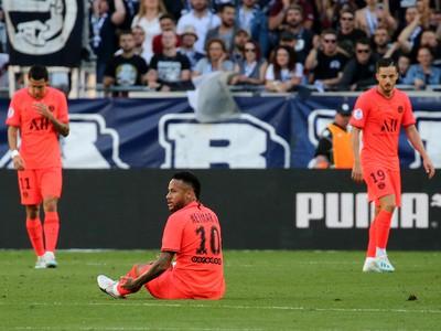 Neymar na trávniku