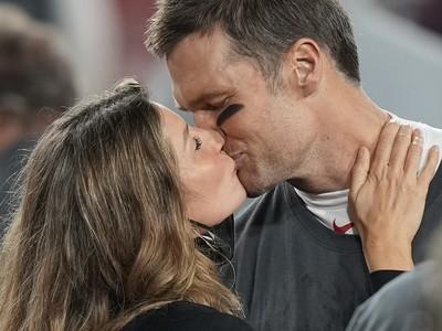 Quarterback Buccaneers Tom Brady  získal 7. titul