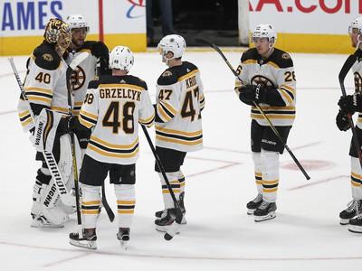 Radujúci sa hráči Bostonu