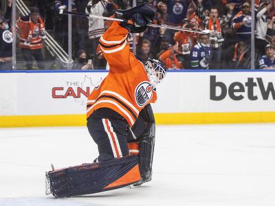 Brankár Edmontonu Oilers Mike