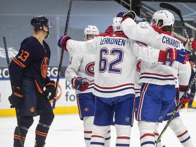 Hokejisti Montrealu Canadiens oslavujú