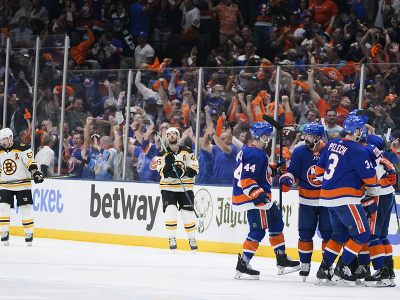 New York Islanders postúpil cez Boston do semifinále play off