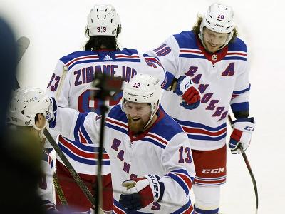 Hráči Rangers oslavujú gól