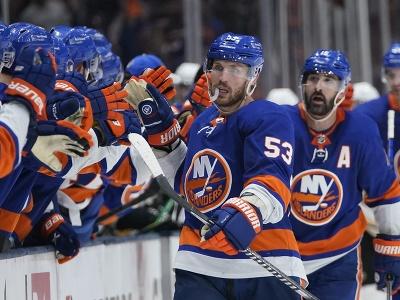 New York Islanders oslavuje gól