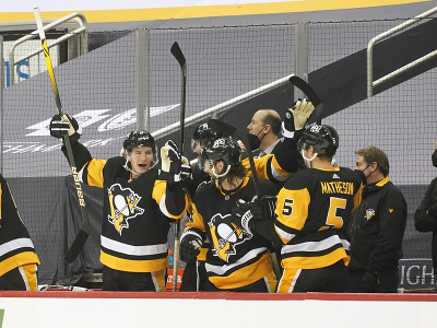 Radosť hráčov Pittsburghu Penguins