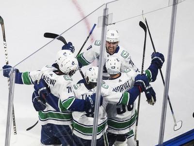 Radosť hráčov Vancouveru po víťaznom góle