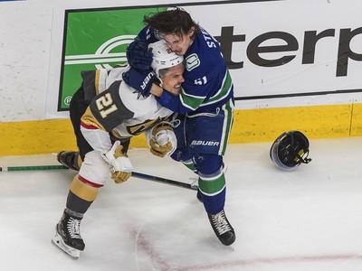 Bitka medzi Troyom Stecherom a Nickom Cousinsom