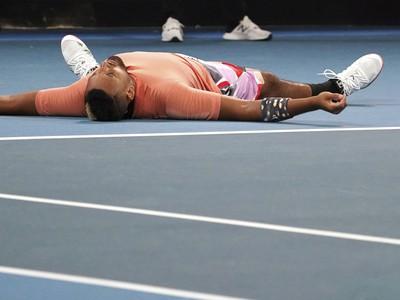 Vyčerpaný Kyrgios po poslednej loptičke zápasu