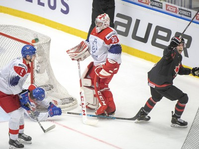 Nick Malík inkasuje gól