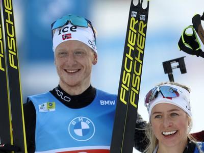Johannes Thingnes Bö a Tiril Eckhoffová sa tešia zo zisku striebra