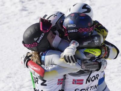 Nórski lyžiari sa radujú