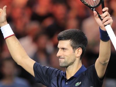 Srbský tenista Novak Djokovič postúpil suverénne do semifinále na turnaji ATP Masters 1000 v Paríži
