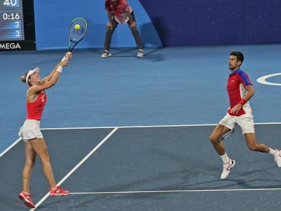 Srbskí tenisti Novak Djokovič a Nina Stojanovičová