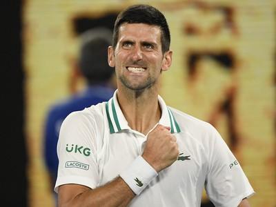 Novak Djokovič sa raduje z postupu do finále