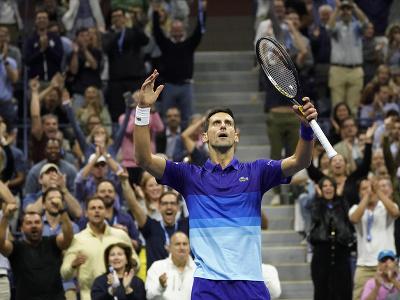 Srbský tenista Novak Djokovič sa raduje z postupu do finále US Open