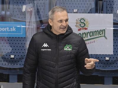 Na snímke tréner Nových Zámkov Miroslav Mosnár