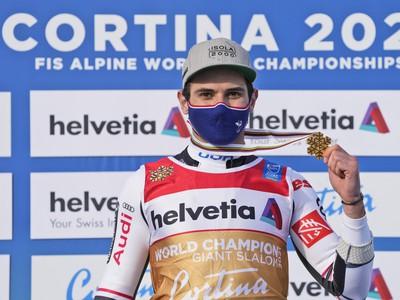 Mathieu Faivre so zlatom z obrovského slalomu