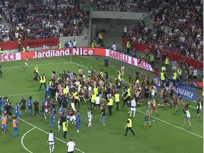 Fanúšikovia OGC Nice vtrhli