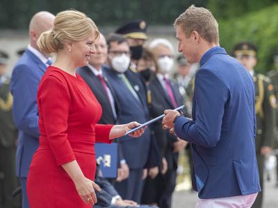 Na snímke prezidentka SR Zuzana Čaputová (vľavo) a reprezentant v atletike Ján Volko