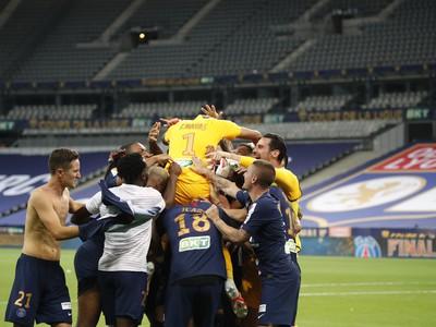 Futbalisti Paríža St. Germain sa tešia zo zisku treble