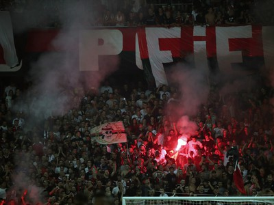 Fanúšikovia Nice zapaľujú svetlice