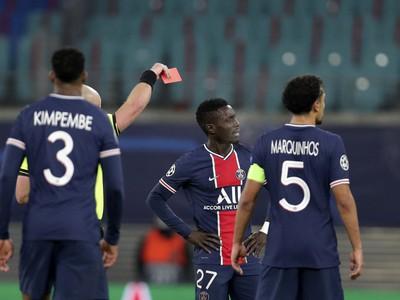 Červenú kartu inkasoval aj Idrissa Gueye