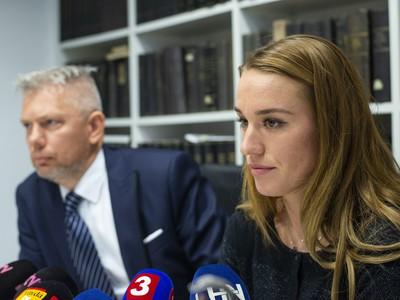 Na snímke zľava advokát