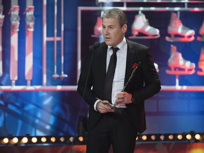 Tréner mladíkov Pavel Hapal si prevzal cenu za 3. miesto v kategórii Najlepší kolektív