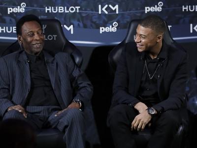Brazílska futbalová legenda Pelé a francúzsky futbalový reprezentant Kylian Mbappé