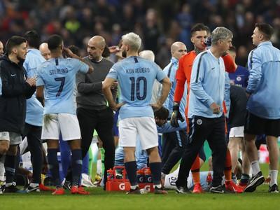 Pep Guardiola dáva pokyny