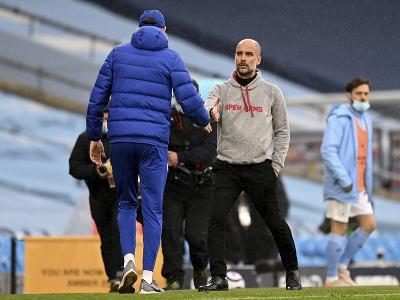 Pep Guardiola a Thomas Tuchel si podávajú ruky po zápase