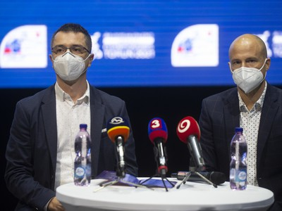 Zľava prezident Slovenského atletického zväzu (SAZ) Peter Korčok a šéftréner SAZ Martin Pupiš