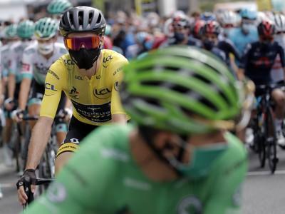 Peter Sagan v zelenom drese a Adam Yates v žltom drese