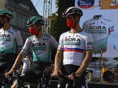 Na snímke z predstavovania jednotlivých tímov a pretekárov vpravo Peter Sagan z tímu Bora – Hansgrohe