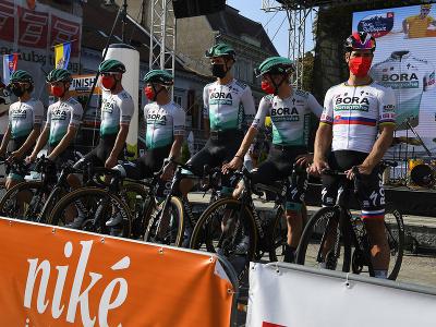 Na snímke z predstavovania jednotlivých tímov a pretekárov, vpravo Peter Sagan z tímu Bora – Hansgrohe